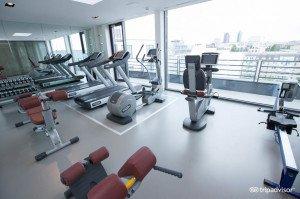 fitness-center--v8432389